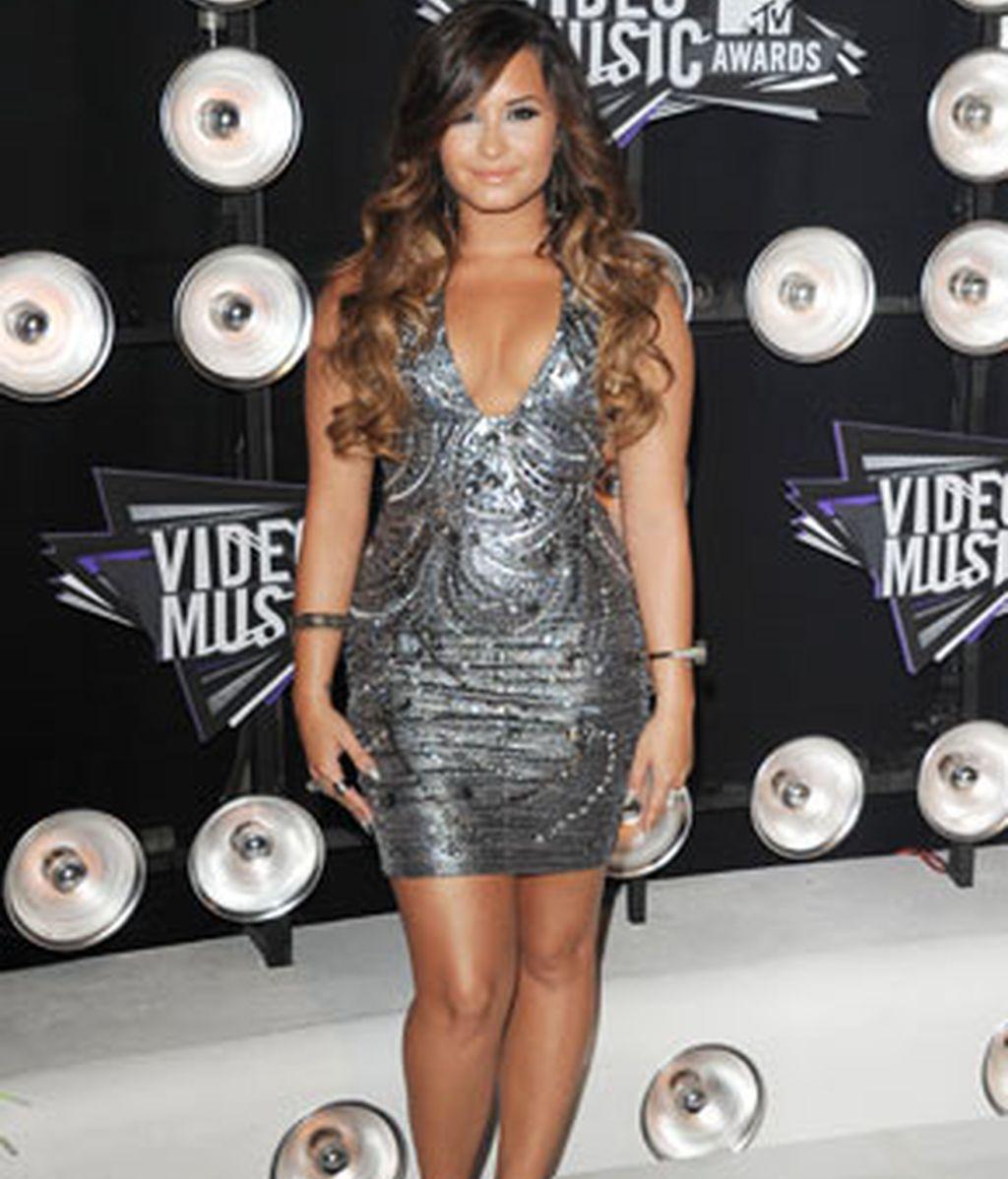 Este es el look que criticado en Twitter y en el que se cuestionaba el peso de Lovato. Foto: GTRES