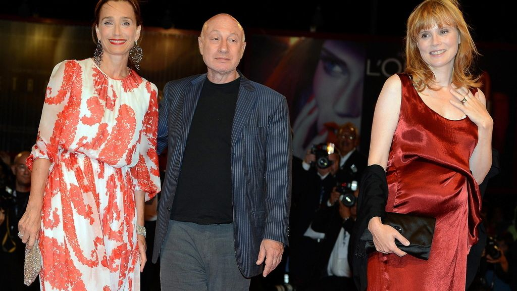 El director francés Pascal Bonitzer junto a  Isabelle Carrey Kristin Scott Thomas
