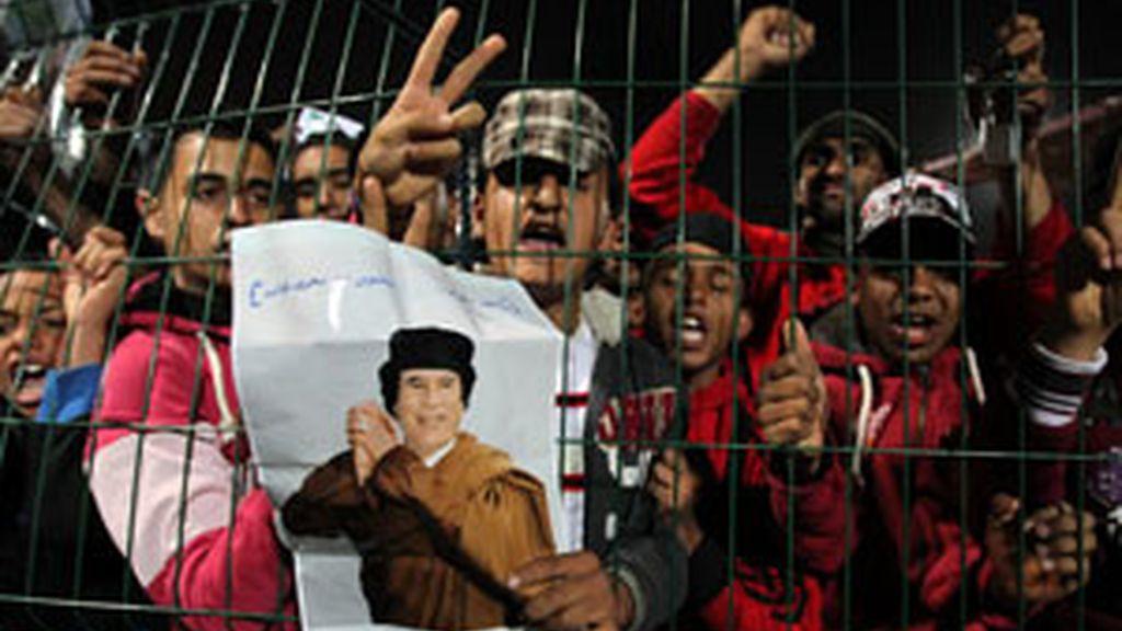 Partidarios de Gadafi se manifiestan en favor del líder libio. Vídeo: Informativos Telecinco