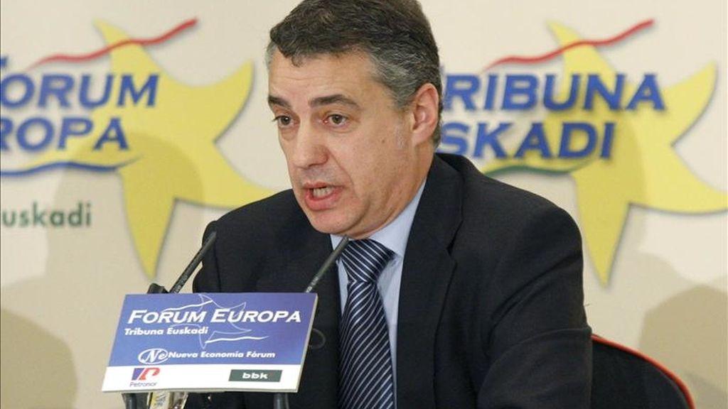 El presidente del PNV, Íñigo Urkullu, durante la conferencia que pronunció hoy en Bilbao, dentro del ciclo organizado por el Fórum Nueva Economía. EFE