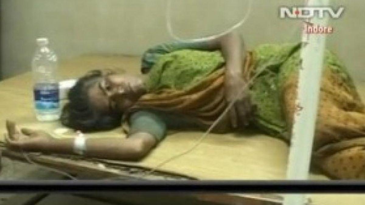 mujer, maltratada, candado, vagina, marido celoso, India