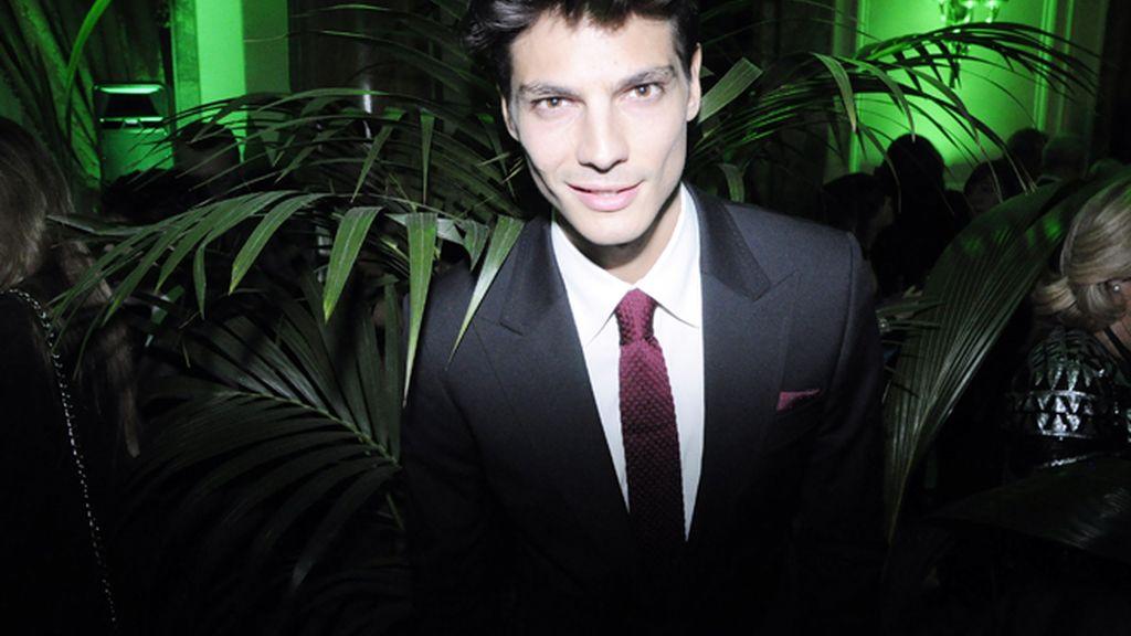 El modelo Javier de Miguel fue el encargado de entregar uno de los premios