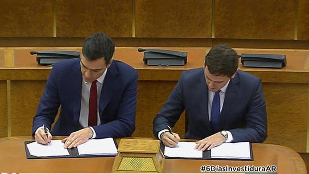 Pedro Sánchez y Albert Rivera firman el acuerdo de investidura