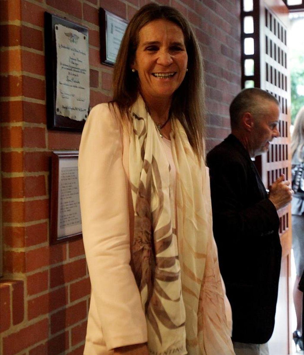Las condolencias fueron presentadas cuando la Infanta Elena de Borbón entregaba en Bogotá una donación de 200.000 dólares para las víctimas de las lluvias y visitaba un hogar para niños enfermos de cáncer. EFE
