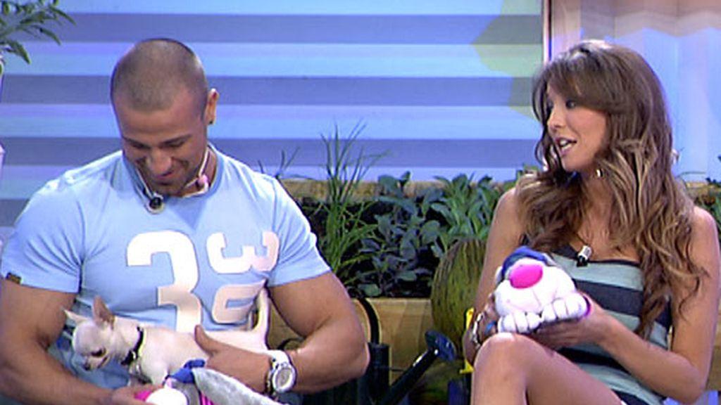 Rafa Mora, Raquel y un chihuahua