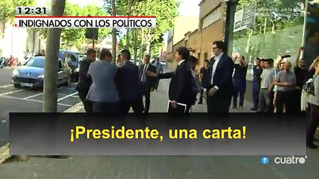 Impiden a un activista antidesahucios entregar una carta a Mariano Rajoy