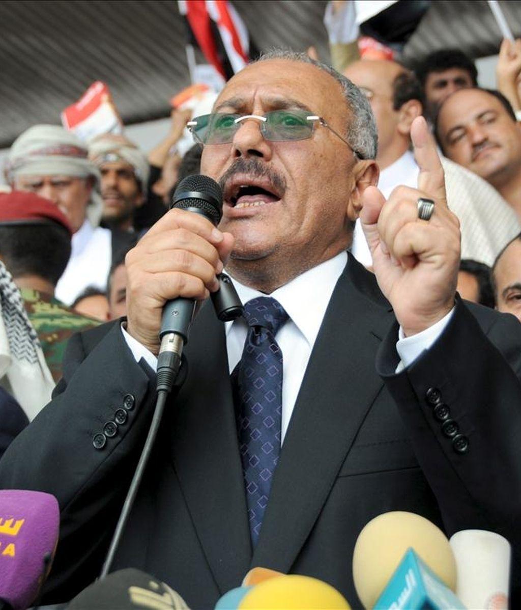 El presidente yemení, Ali Abdalá Saleh, toma la palabra durante una concentración progubernamental en la Plaza de los 70 en Saná, Yemen. EFE