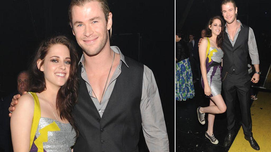 Kristen Stewart y Chris Hemsworth en el backstage