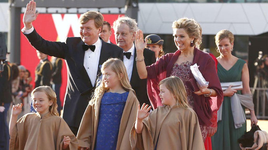 Los reyes de Holanda recorren los canales de Amsterdam