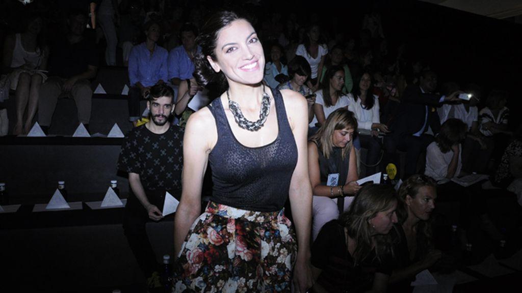 Jimena Mazucco luciendo una falda de la colección McGuffin de Ana Locking