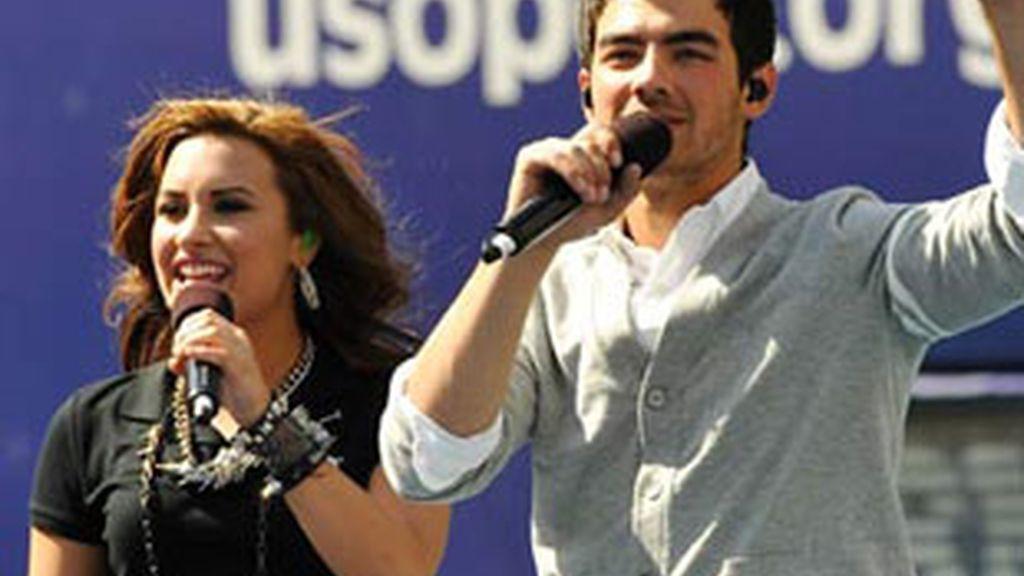 Demi Lovato y Joe Jonas, juntos en el escenario.