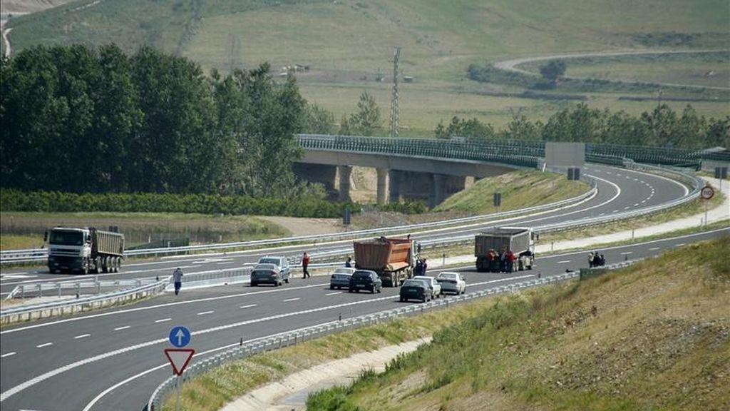 Un hombre y una mujer han muerto y una niña de corta edad ha resultado herida en un accidente de tráfico ocurrido hoy en la autovía A-31 (Alicante-Madrid). EFE/Archivo