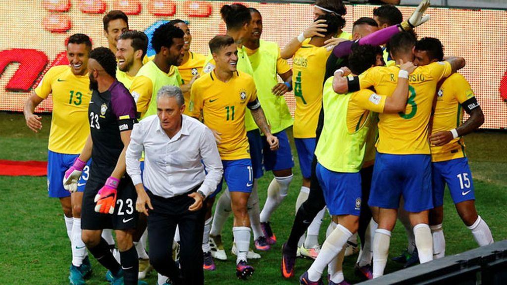 ¡Paulinho sentencia el partido ante la pasividad de la defensa argentina! (3-0)