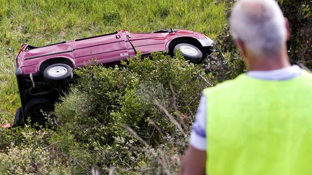 Estado en el que quedó una furgoneta tras salirse de la calzada en la carretera comarcal C-1413, en el término municipal de Sant Quirze del Vallès (Barcelona)