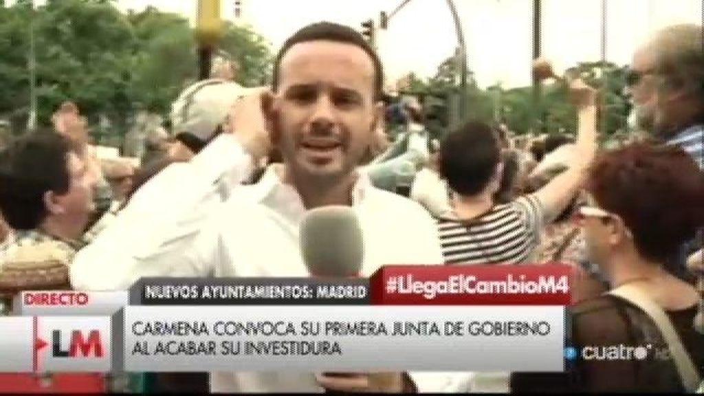 """Madrid celebra el triunfo de Manuela Carmena: """"La dignidad ha vuelto a Madrid"""""""