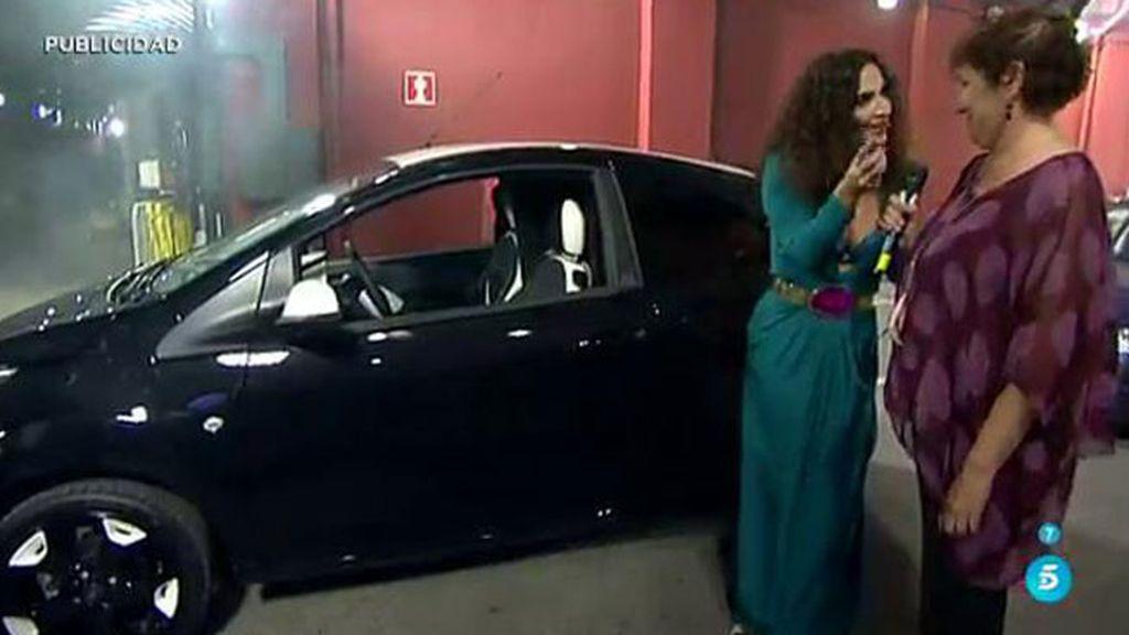 Marina recibe una sorpresa de su hermana y su madre: ¡Un coche nuevo!