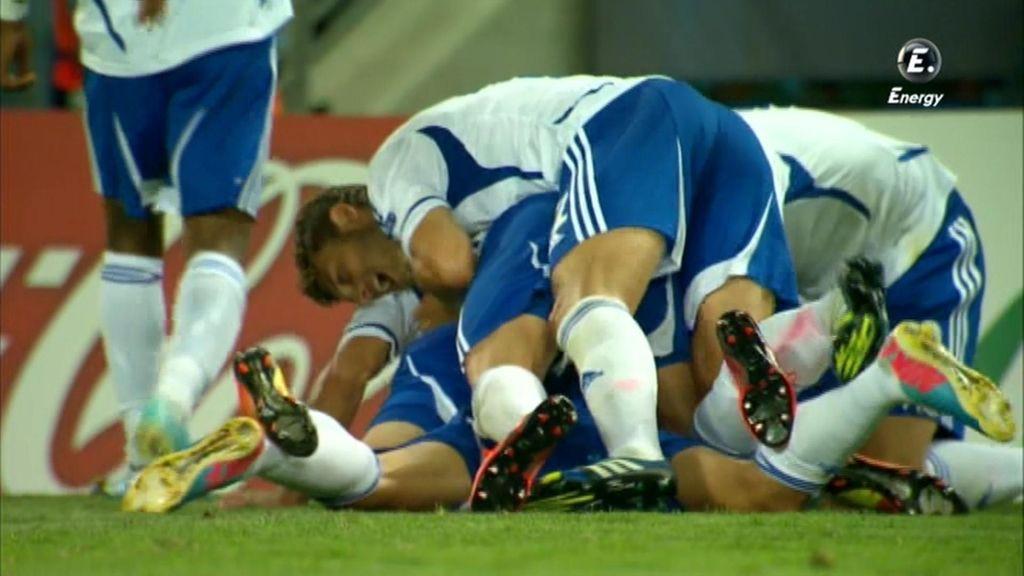 La selección de Israel celebra su segundo gol.
