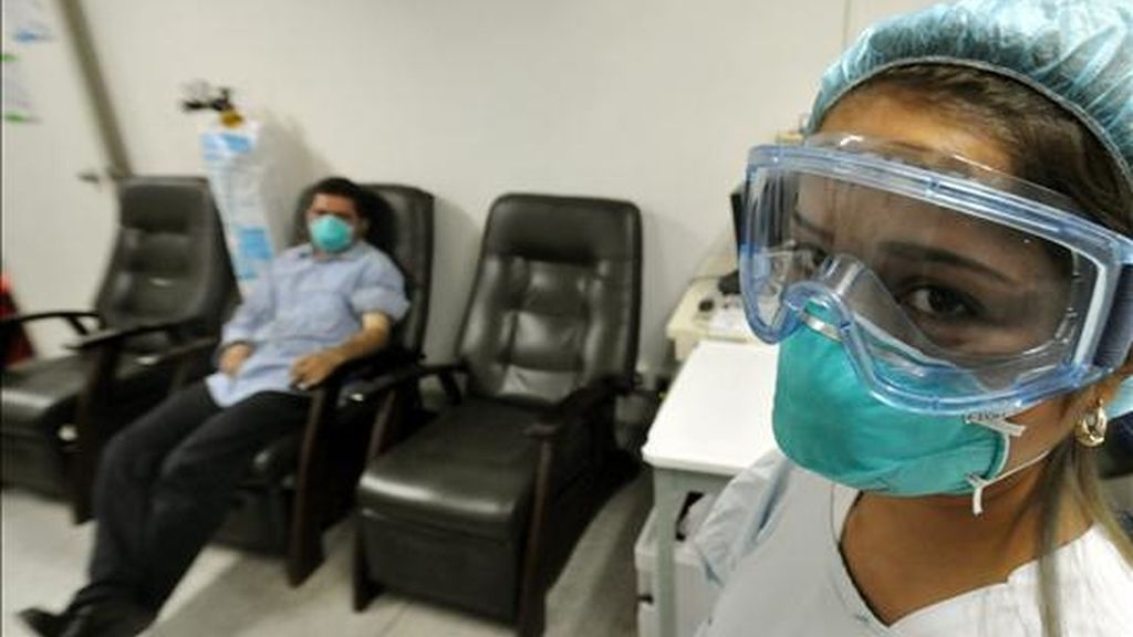 Un reporte entregado el 29 de diciembre pasado por el Ministerio de la Protección Social de Colombia indicó que hasta ese día habían sido reportados 3.405 casos de gripe A, incluidos 196 fallecimientos. EFE/Archivo