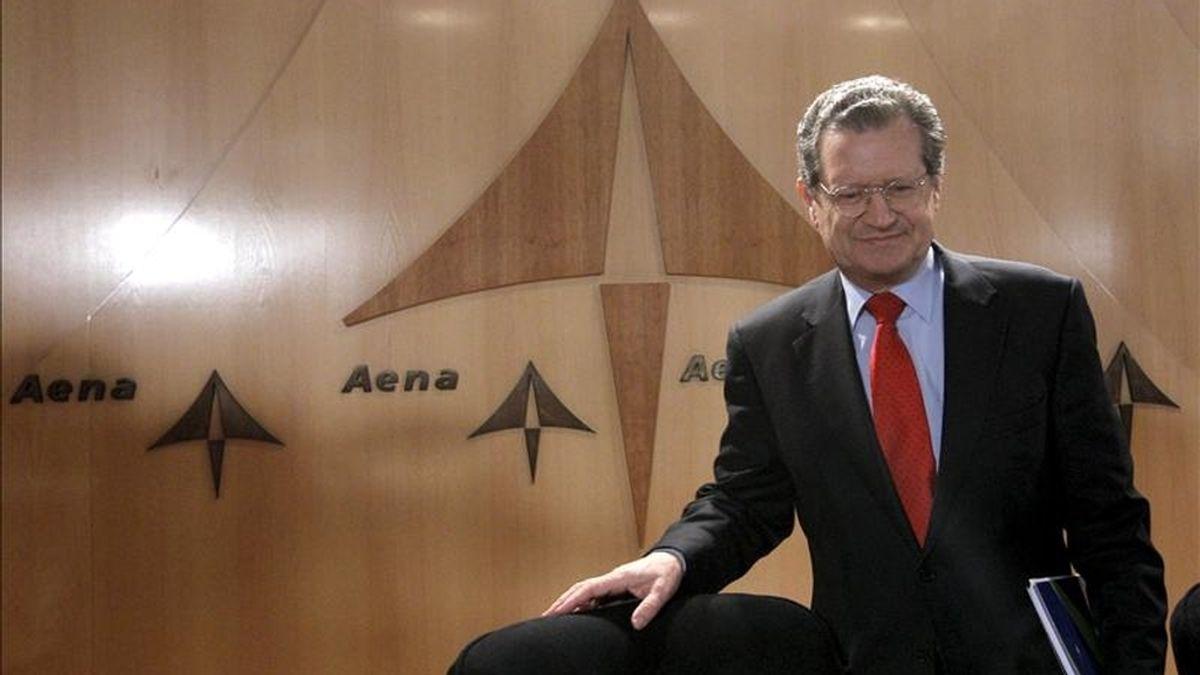 En la imagen, el presidente de AENA, Juan Ignacio Lema, antes de la rueda de prensa en la que hizo balance del tráfico registrado en los aeropuertos de su red en 2010. EFE