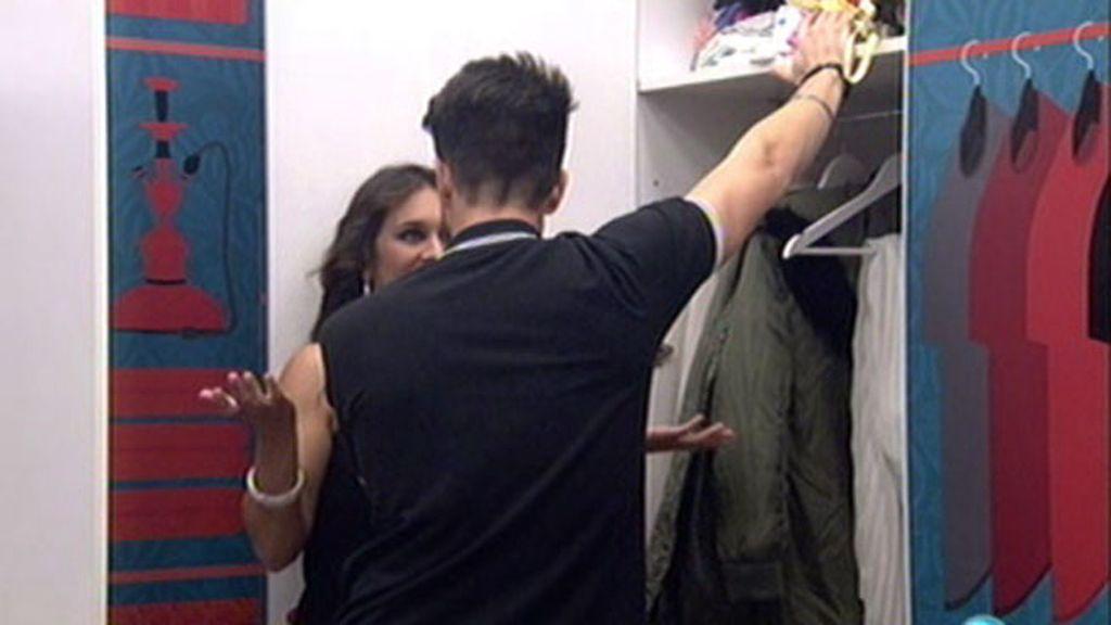 """Primer tonteo en 'GH VIP' entre Fede y Laura: """"Si lo coloco bien, me das un beso"""""""