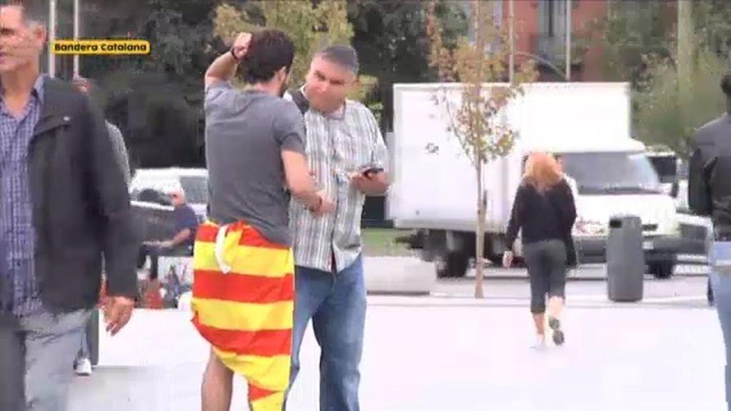 Trata de volver a casa sin un euro y con la bandera de Cataluña como pantalón ¿podrá?