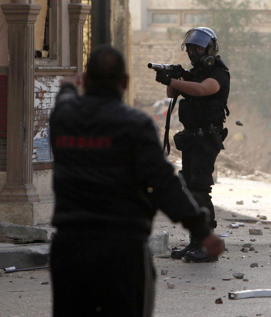 Tensión entre policía y manifestante en Alejandría
