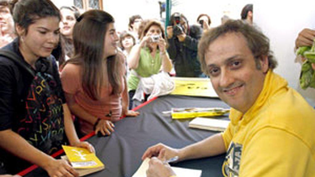 El escritor Albert Espinosa en el día del libro. FOTO: EFE