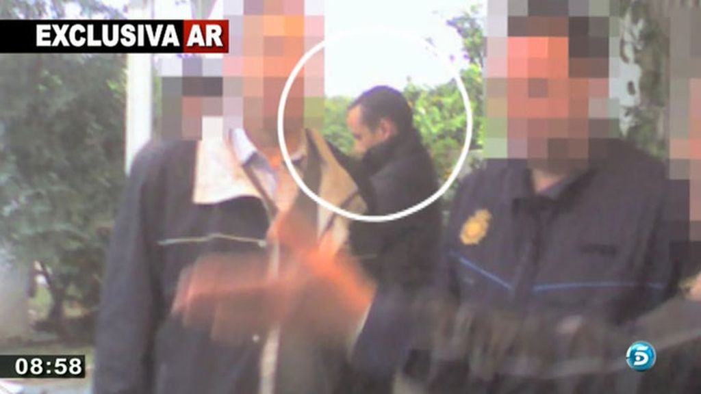 Durante los registros, la policía insistió en la hoguera