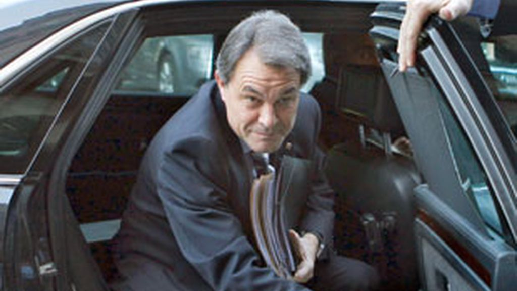 Artus Mas llega en coche oficial al Parlament este jueves. FOTO: EFE