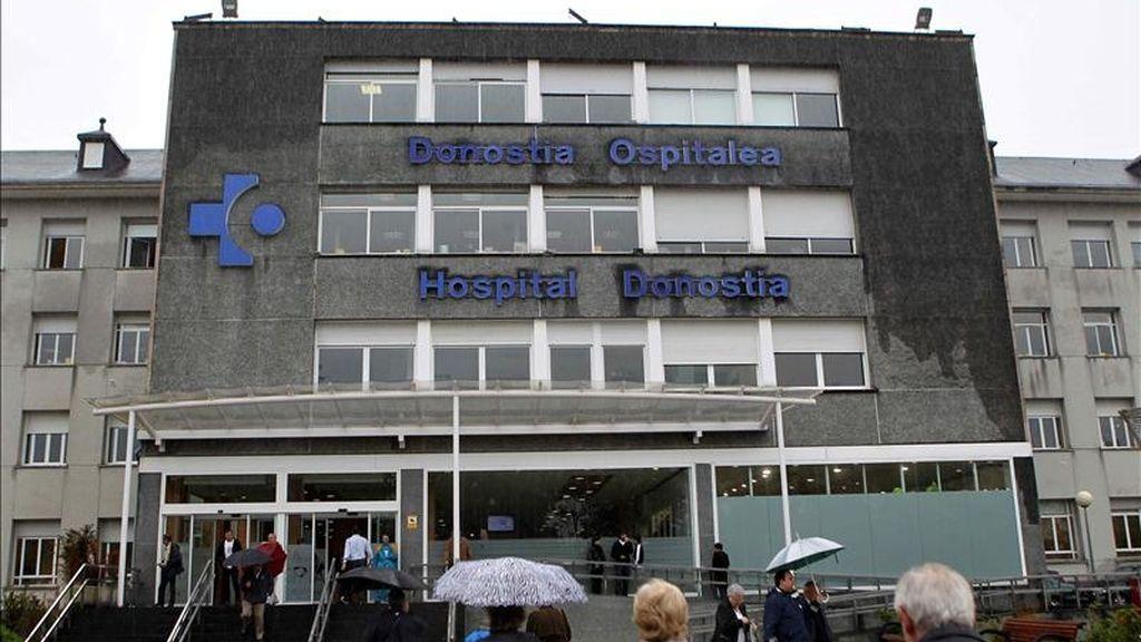 Fachada del hospital Donostia de San Sebastián, donde está ingresado desde el 20 de mayo un guipuzcoano, tras regresar de un viaje por Alemania. EFE