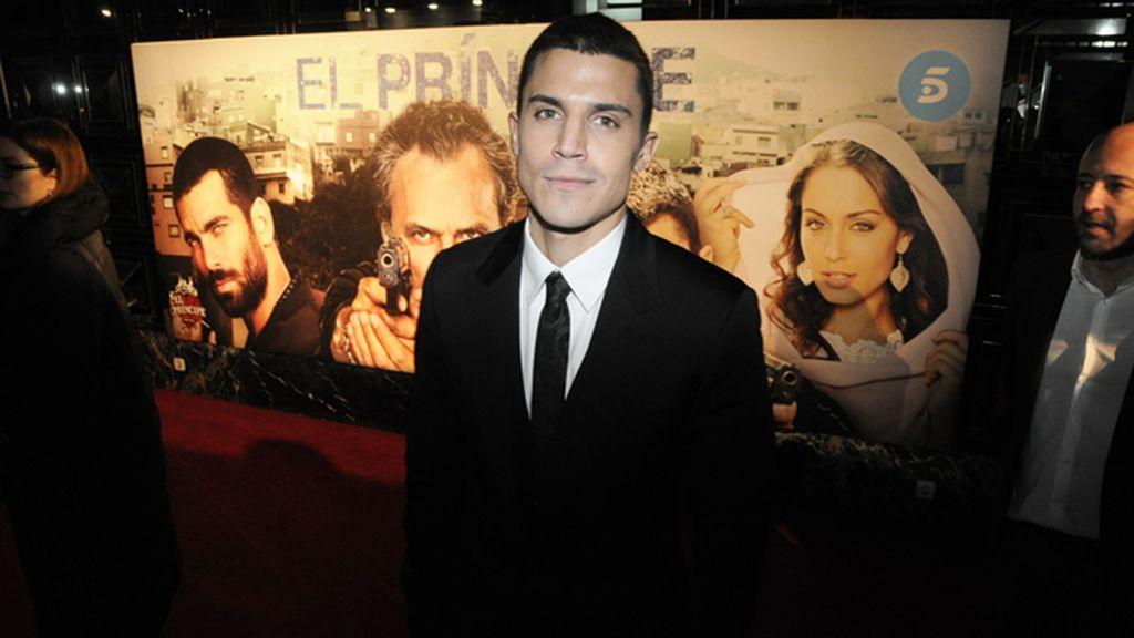 Álex González levantó pasiones a su llegada al cine Callao
