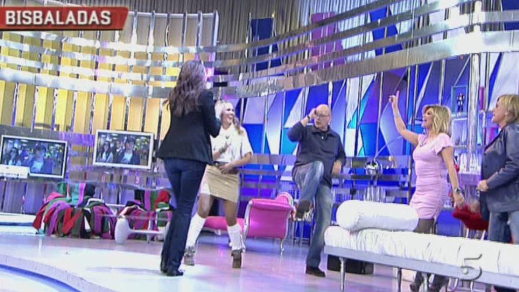 Marta y Kiko M. imitan la patada del cantante
