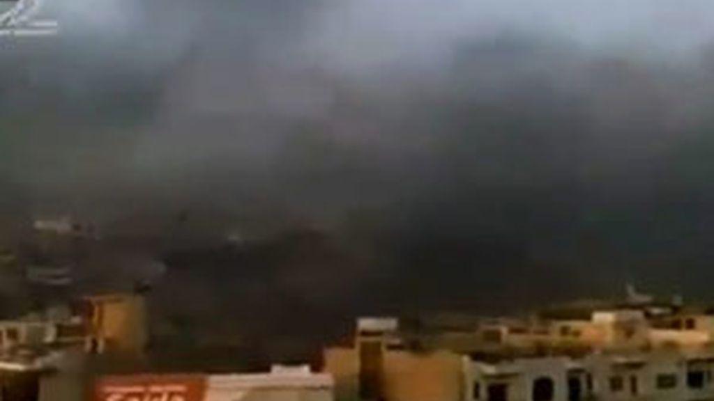 Columnas de humo en la ciudad de Hama. Foto: EFE