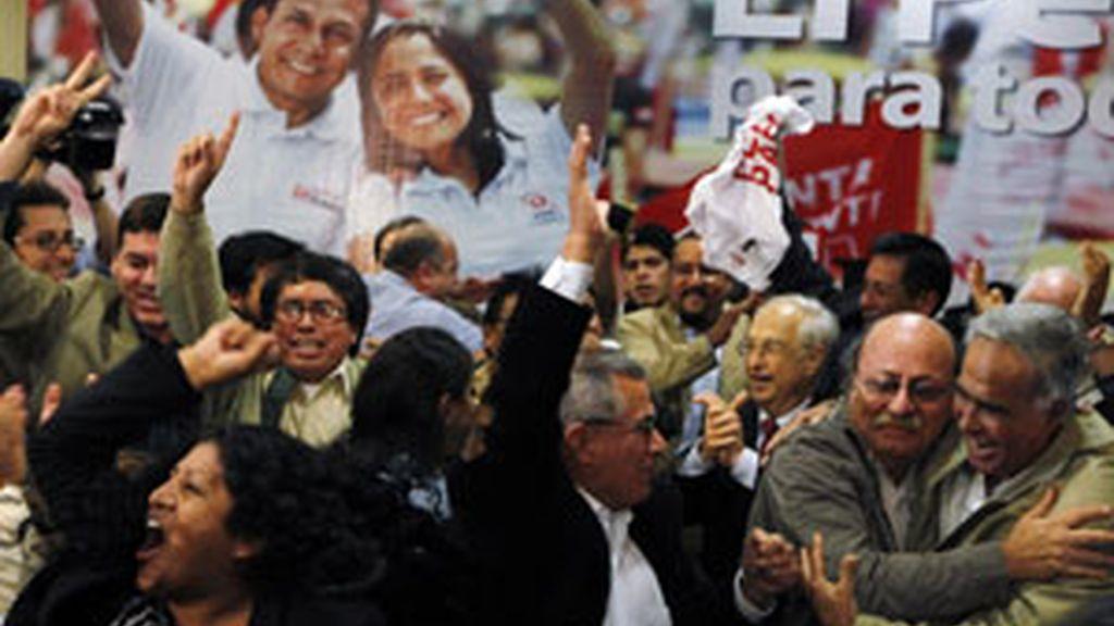 Seguidores de Humala celebran su ajustada victoria. Foto: Reuters