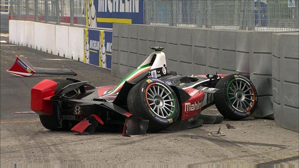 ¡Senna estrella su coche en la última curva!