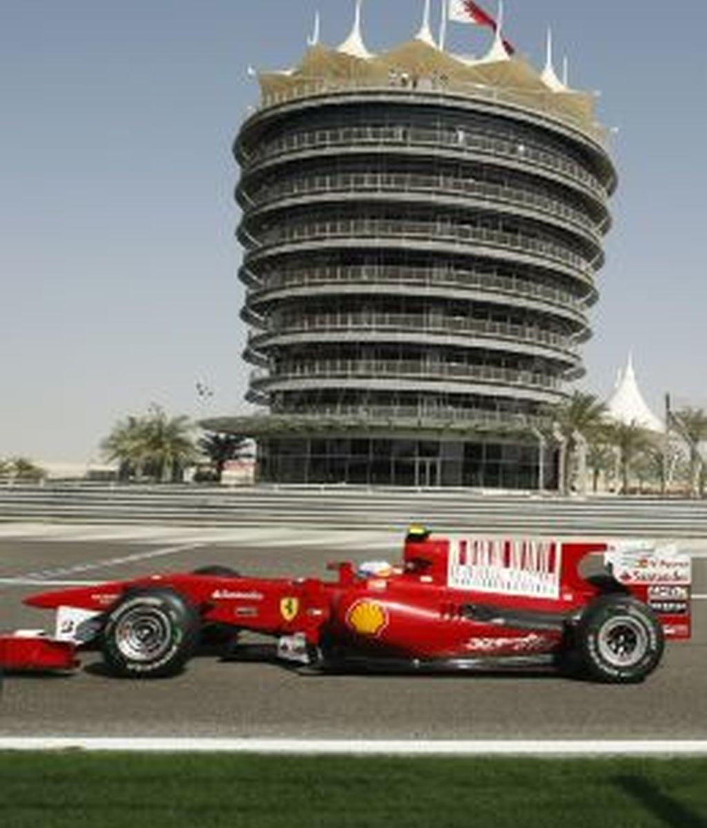 Fernando Alonso rueda en Bahrein en el último GP. Foto: Gtres