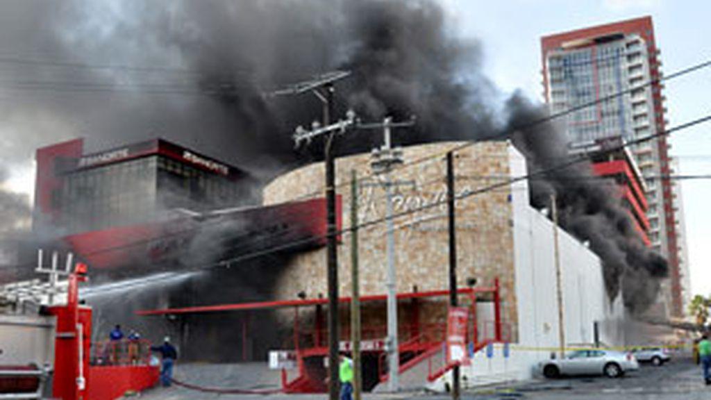 Un grupo de hombres armados ataca un casino de la ciudad de Monterrey. Vídeo: Informativos Telecinco.