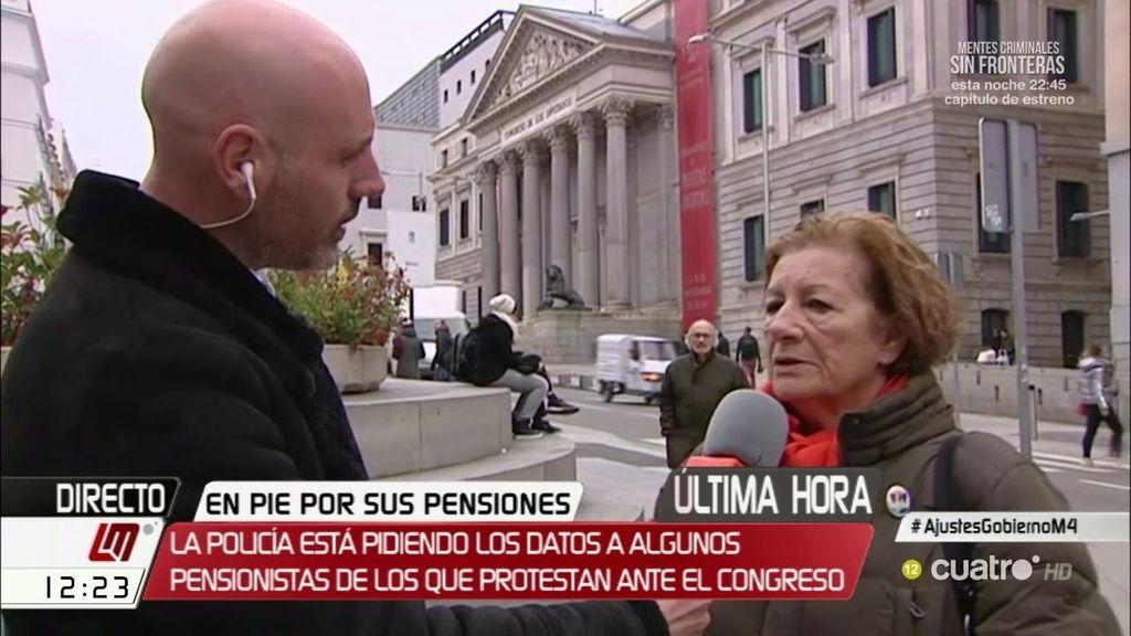 La policía expulsa a los pensionistas de las puertas del Congreso de los Diputados