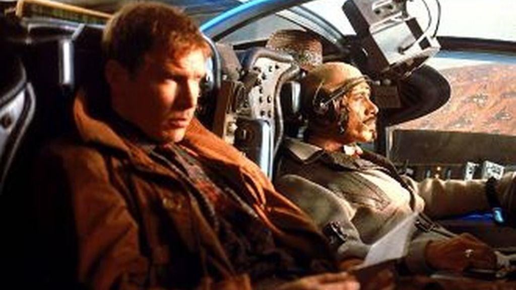Harrison Ford, protagonizó Blade Runner en 1982, poniendose en la piel del caza replicantes . Fotograma de la película