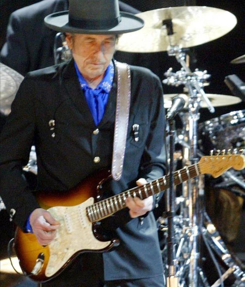 El músico estadounidense Bob Dylan durante un concierto 13 de marzo de 2008, en el estadio Orfeo de la ciudad de Córdoba (Argentina). EFE/Archivo