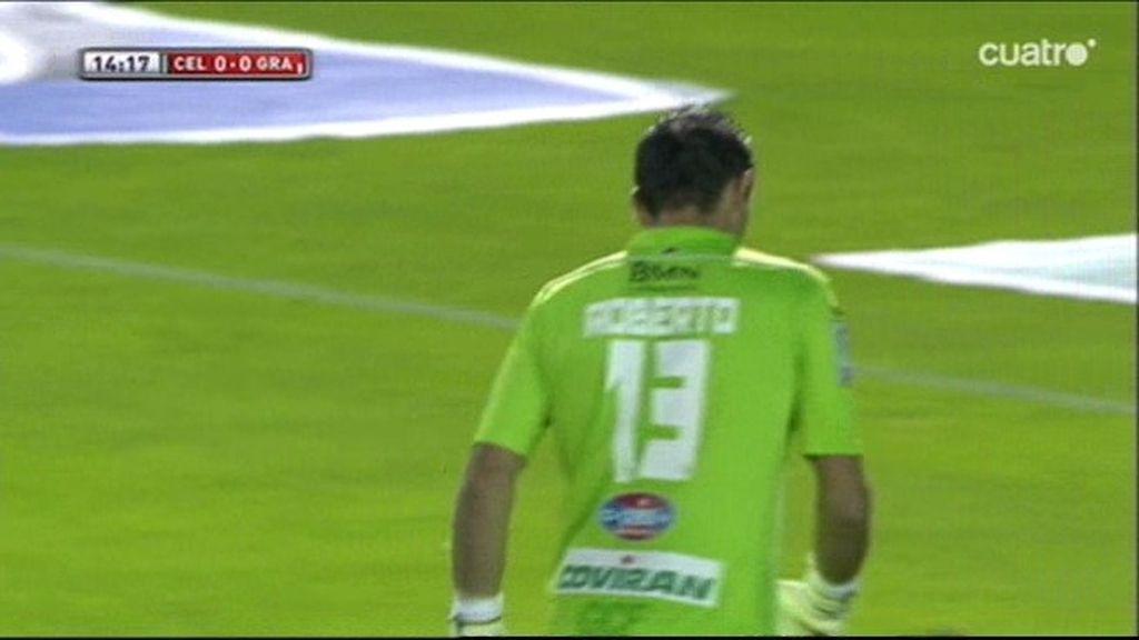 ¡Error monumental de Roberto al sacar que a punto está de aprovechar Pablo Hernández!