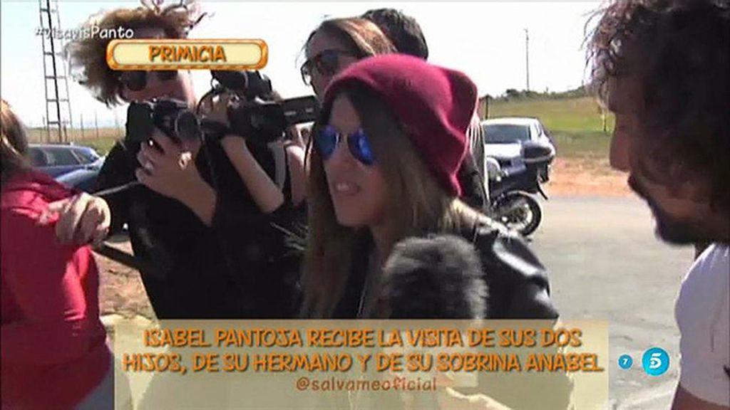 Chabelita, Kiko Rivera, Anabel y el tío Agustín visitan a Isabel Pantoja