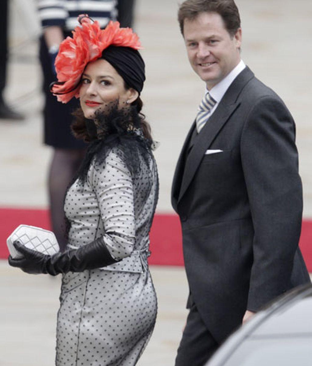 El primer ministro británico Nick Clegg y su esposa