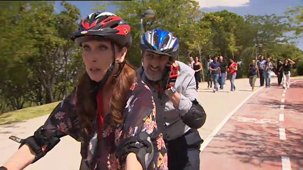 Enrique Pastor y la alcaldesa persiguen a la amante de su marido en bici