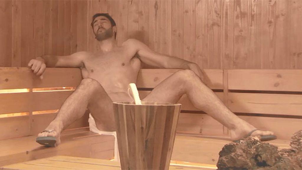 Tito, al desnudo en la sauna