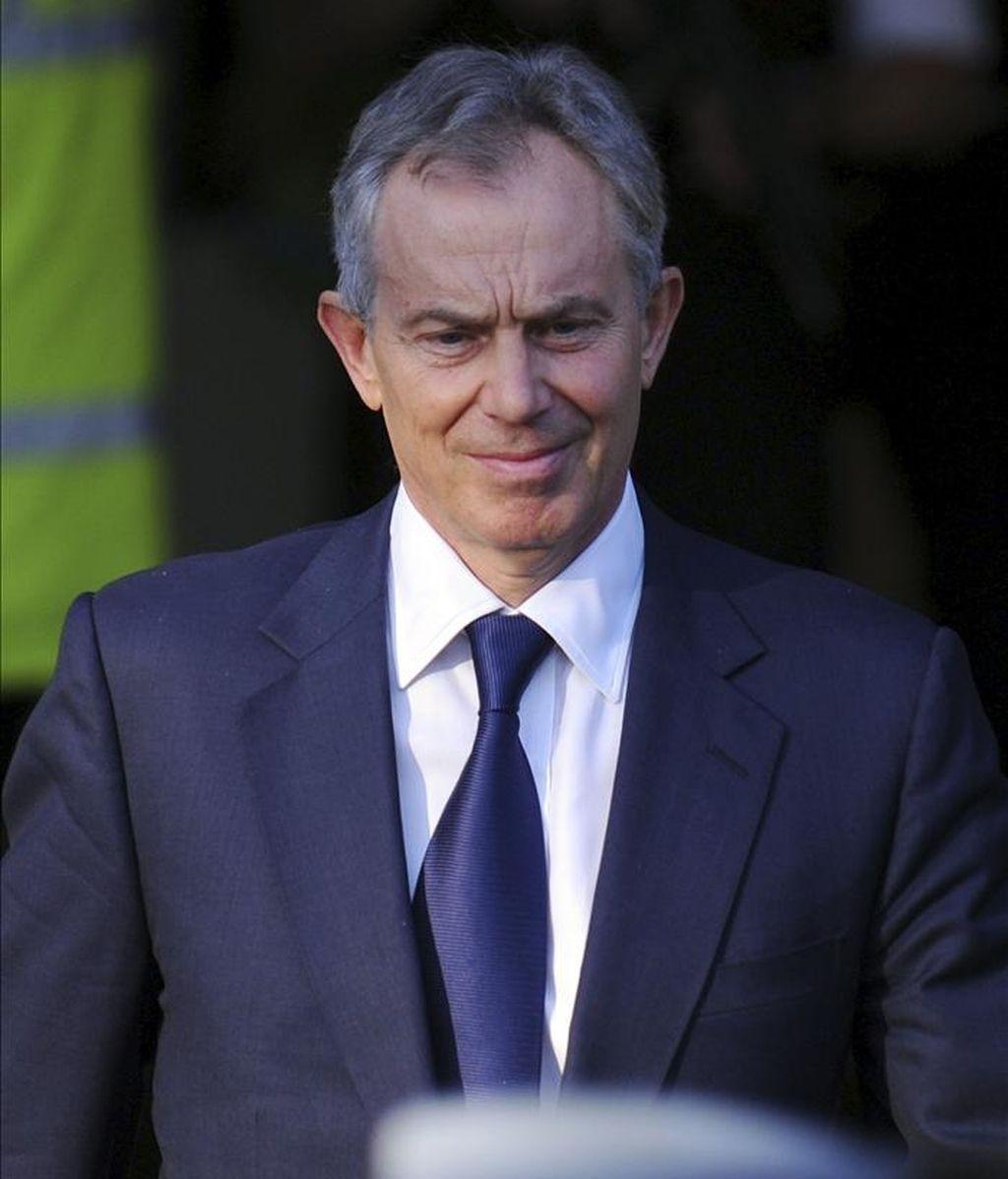 El primer ministro británico Tony Blair sale tras declarar ante la comisión que investiga el proceso político que llevó a Gran Bretaña a participar en la guerra de Irak, en Londres, Reino Unido. EFE