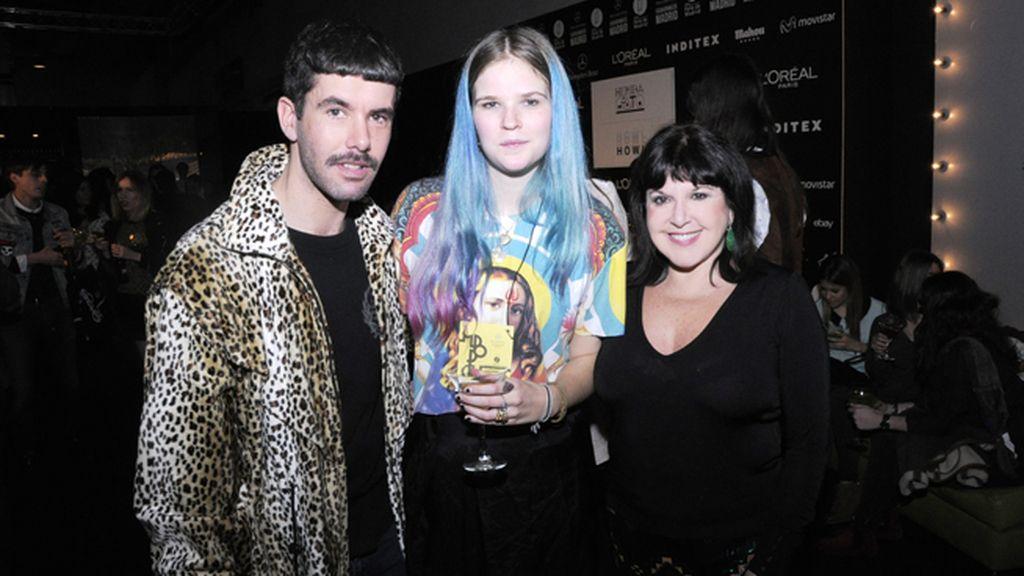 Pedriño, María Rosenfeldt y Loles León en el kissing room tras el debut de Heridadegato