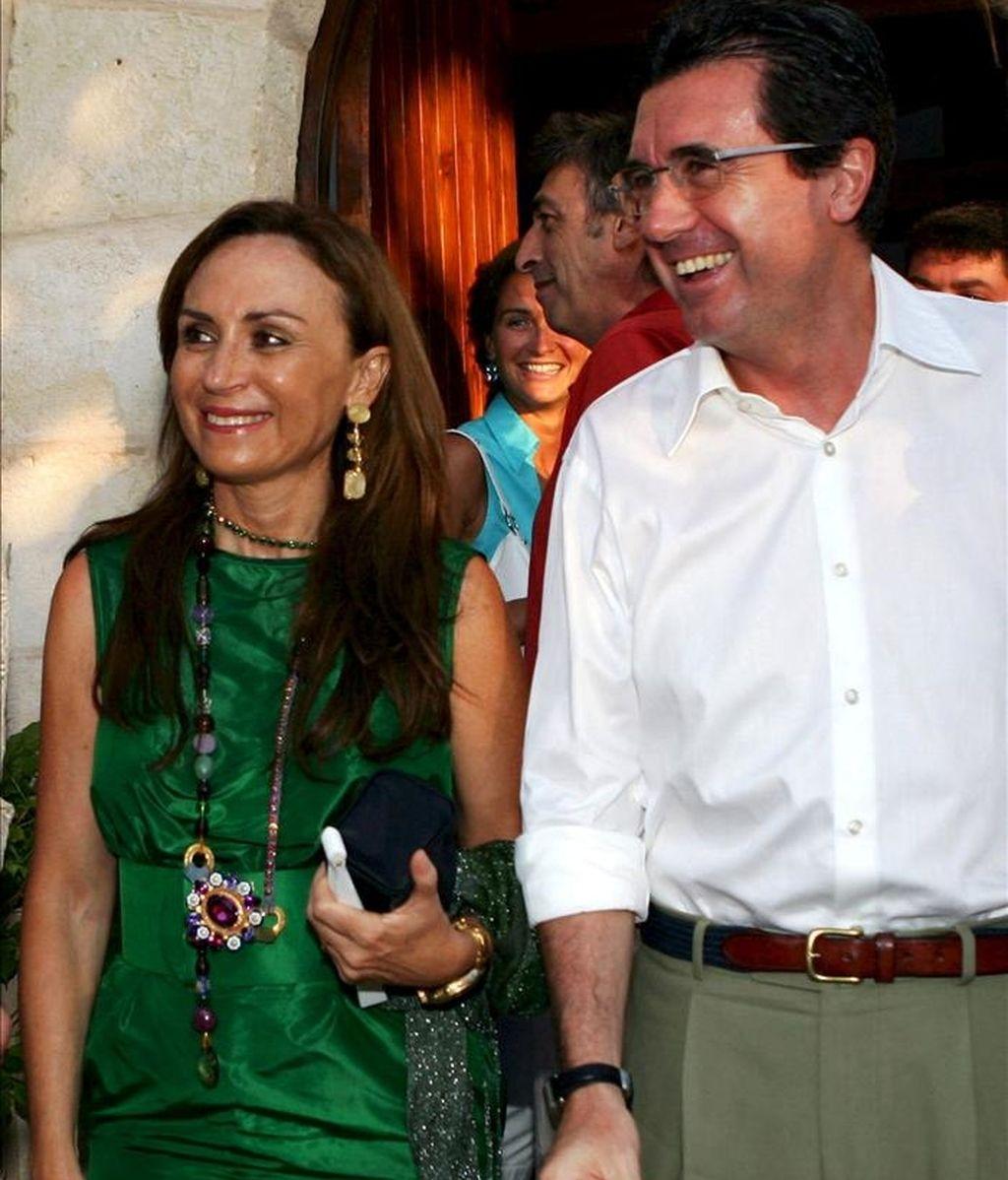 El ex presidente del Govern Jaume Matas, junto a su mujer, Maite Areal. EFE/Archivo