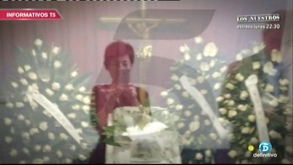 Así son las sobrecogedoras imágenes de Rosario Porto ante el féretro de su hija Asunta