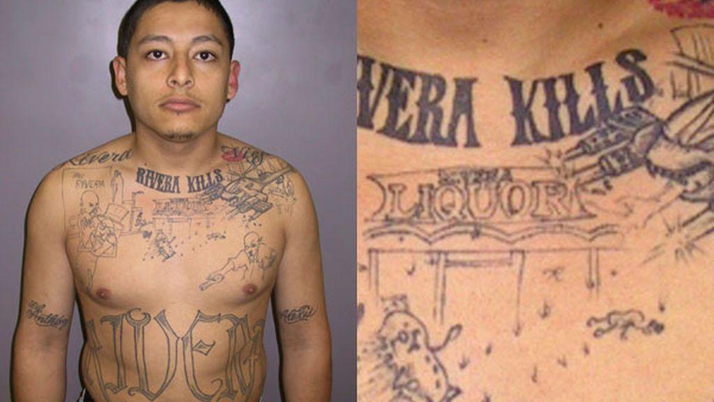 Anthony García con el tatuaje incriminatorio. FOTO: EFE